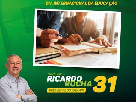 DIA INTERNACIONAL DA EDUCAÇÃO: compromisso com a formação dos profissionais