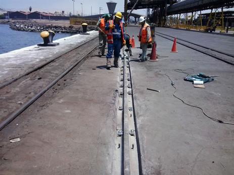 Reparación de línea del muelle de descarga - Chimbote - Sider Perú