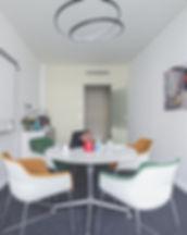Konferenzraum mieten: Die East Side Gallery bietet Platz für 4 Personen.