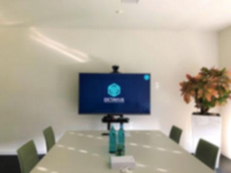 Wir bieten Videokonferenzen für Ihr Meeting an.