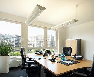 Wir bieten Ihnen Einzelbüros und Teambüros an.