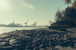 Blick auf den Hafen vom Wellenbrecher