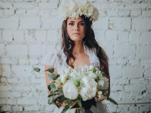 2019 trend: Haku-lei is everything |  Hawaiian brides with haku-lei