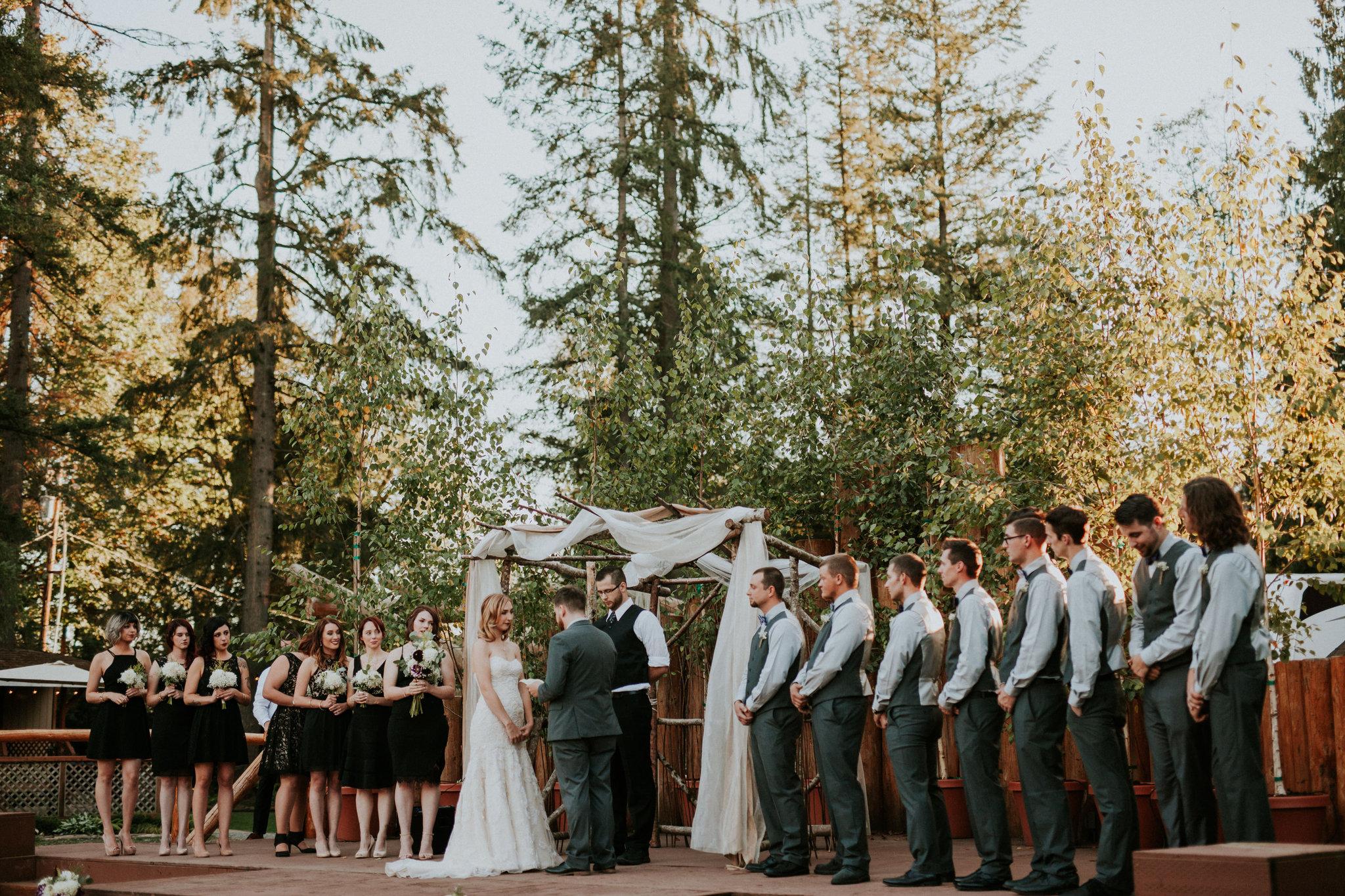 Large wedding party, 18