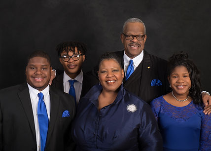 Smith Family Professional pic 2018 black