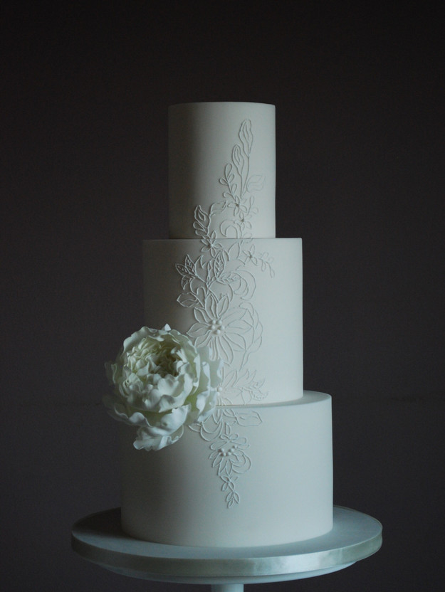 bespoke-lace-detailed-wedding-cake-north