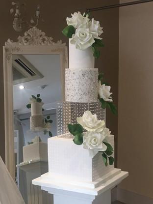 luxury-square-wedding-cake.jpg