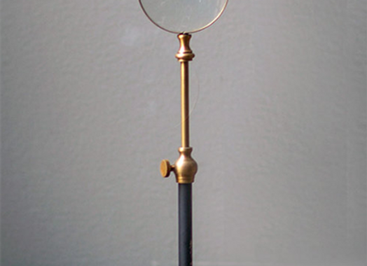 Small Magnifying Telescoping Stand