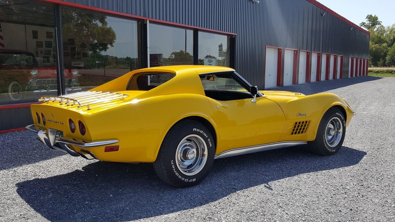 retro garage importateur voiture am ricaine corvette jaune. Black Bedroom Furniture Sets. Home Design Ideas
