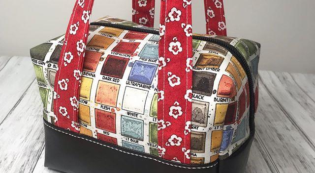 Ooh la la look at this Artsy Box Bag! 🎨