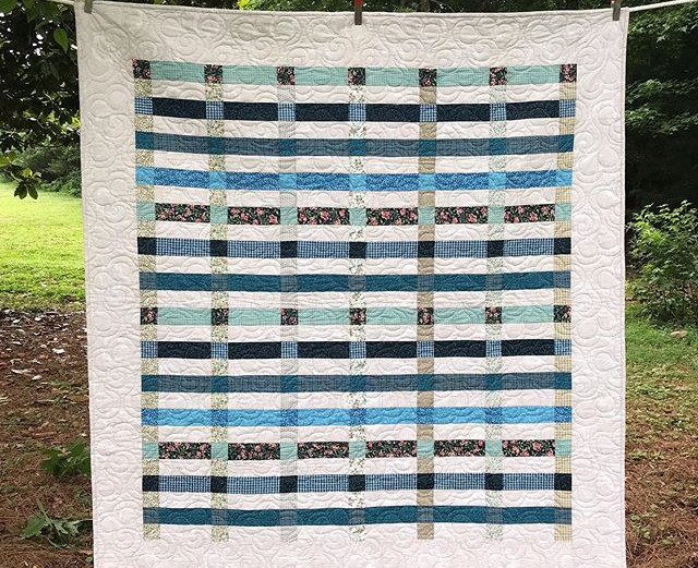 Pretty in plaid 💙 #quilts #makersgonnam