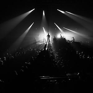 La scène en noir et blanc