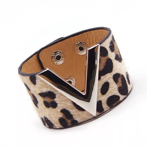 Victory Fur Bracelet (Leopard and Gold)