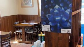 千葉のカフェにて、個展のお知らせがポスターで。