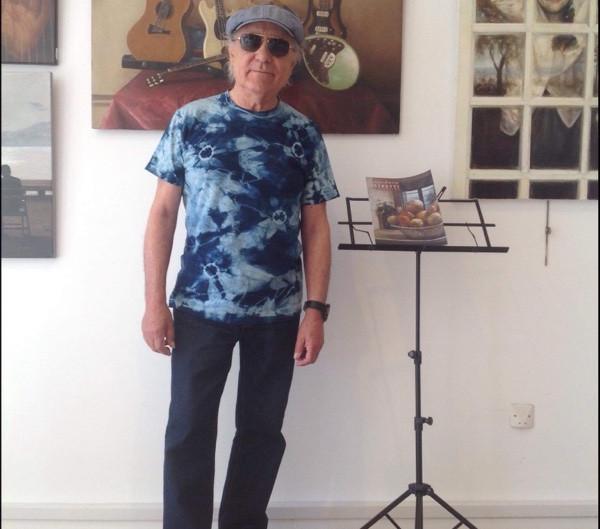 田中先生が染めたTシャツを着た、ジャン ピエールさん(^^)