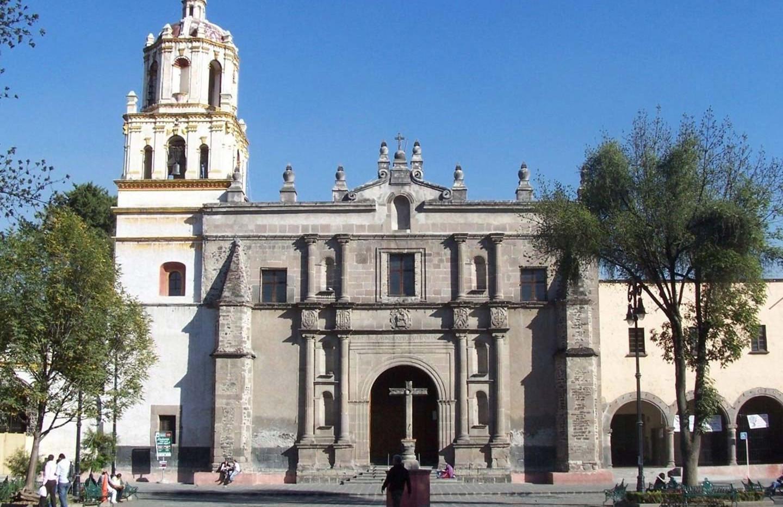 Templo de San Juan Bautista y atrio .jpg