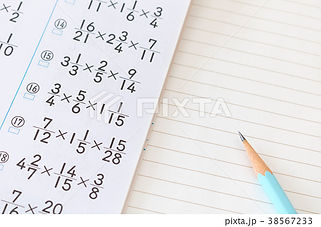 算数ドリル 鉛筆.jpg
