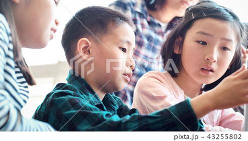 子どもたち 学校.jpg