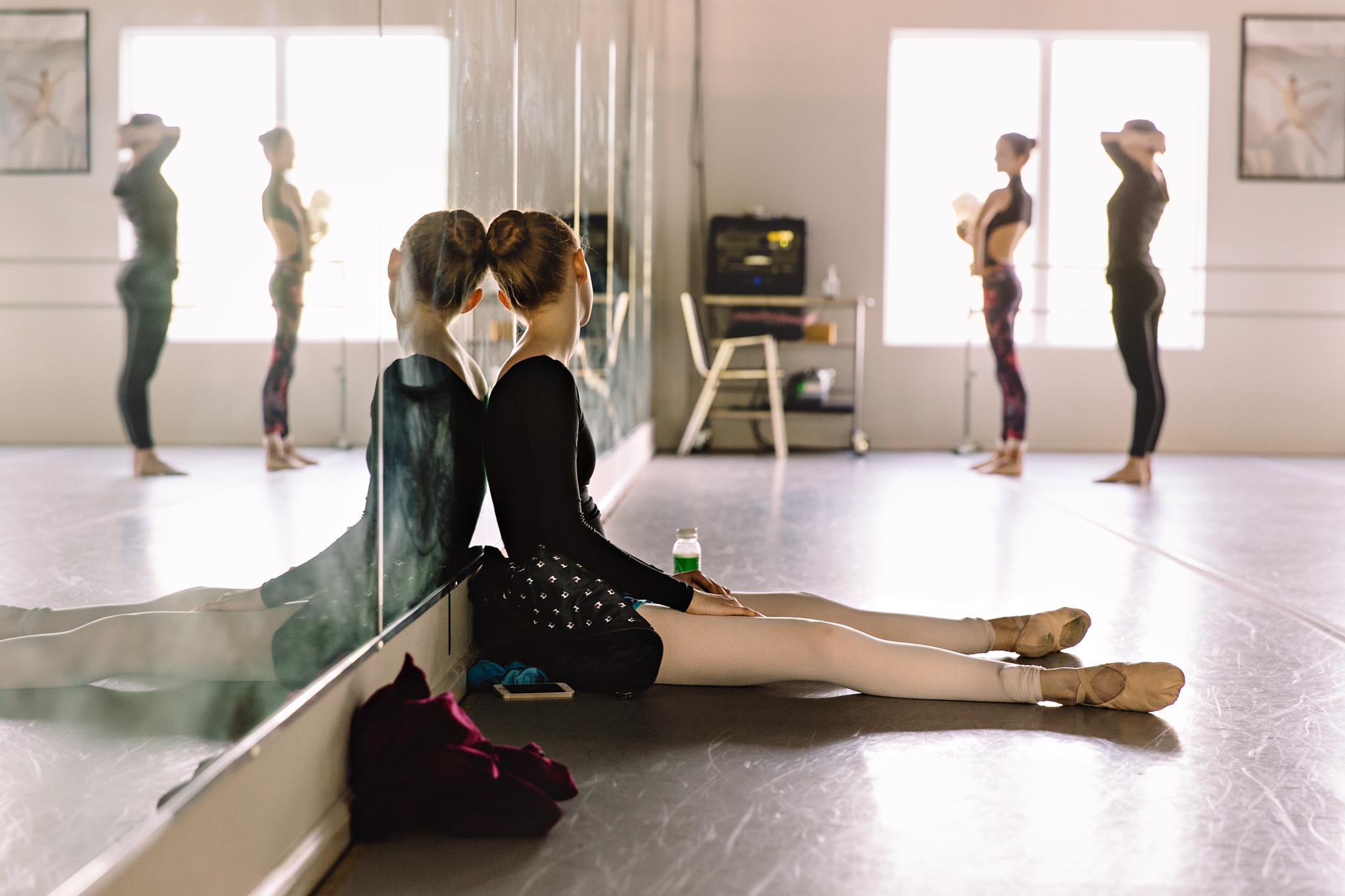 Ballerinas rehearse