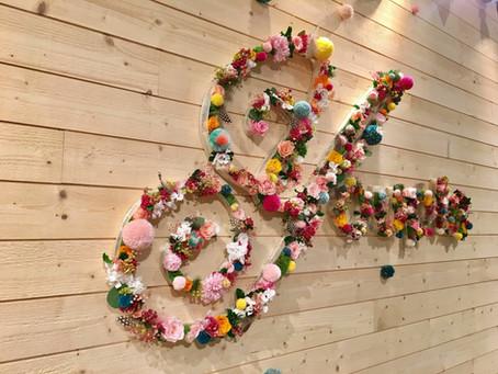 Uzņēmumu logotipi un dekori ar mūžīgajiem ziediem