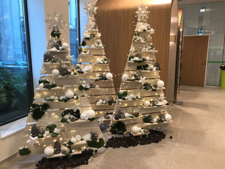 Ziemassvētku dekori bankai BNP Paribas Fortis
