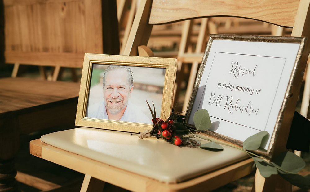 Honor passed loved ones at wedding, wedding memorial