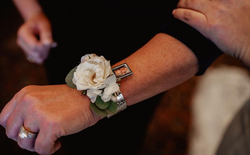 Honor passed loved ones at wedding, wedding heirloom