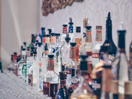 How Much Booze For My Wedding? Wedding Bar Planning Guide