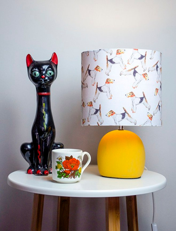 table lamp with porcelain cat