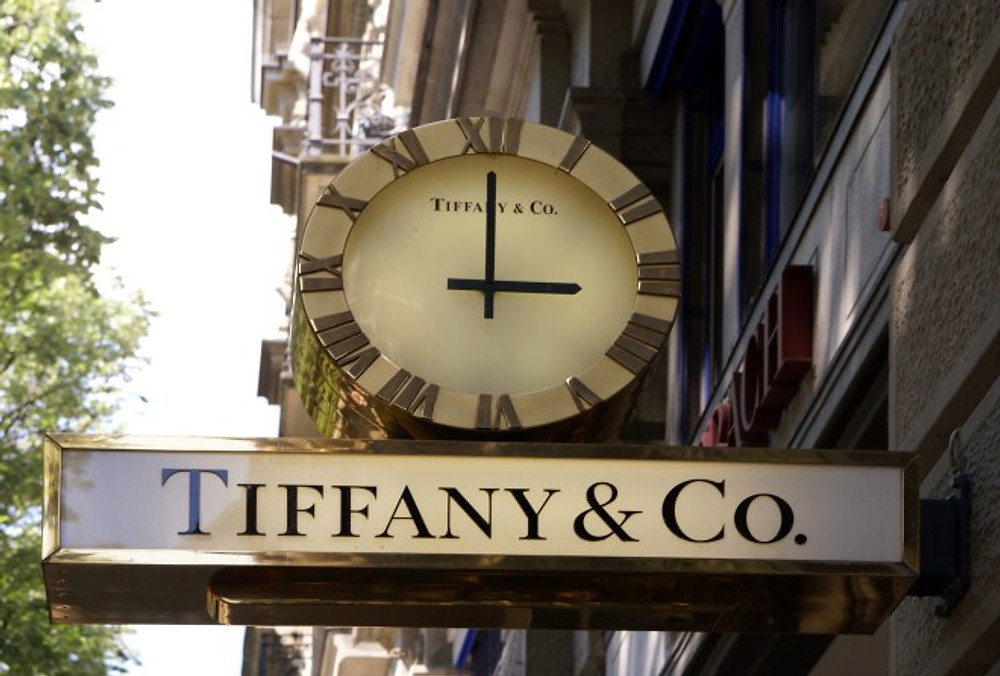 tiffanys-sign-outside-zurich-store