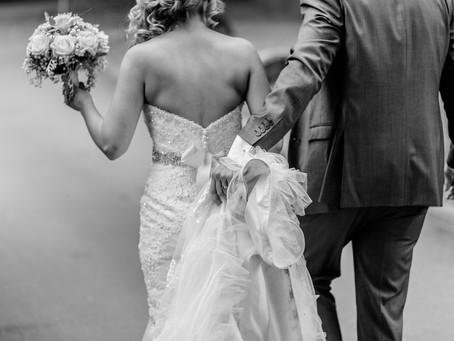 בדרך לחתונה עוצרים לחתום על הסכם ממון