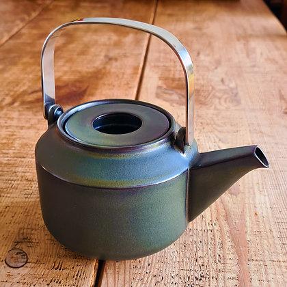 lT Ceramic Teapot