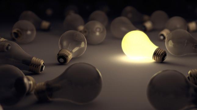 Minha luminária a LEDcontinuaacesa mesmo com o interruptor desligado.