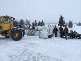 Snöskoterekipage_lastas_m_1,7_ton_grussä