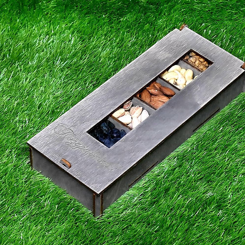 Подарок из орехов и сухофруктов.
