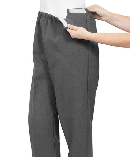 Calça adaptada com abertura lateral em velcro que facilita a passagem de drenos