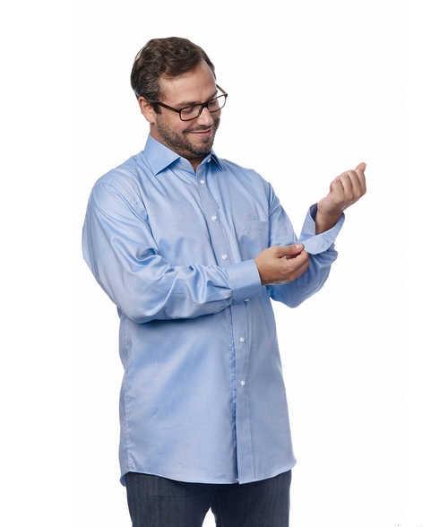 Esta camisa com fecho em imã auxilia são para pessoas com dextreza limita em suas mãos, é um vestuário para pessoas com artrite e parkinson.