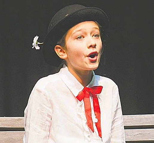 Ellie - Mary Poppins 2015_edited_edited.jpg