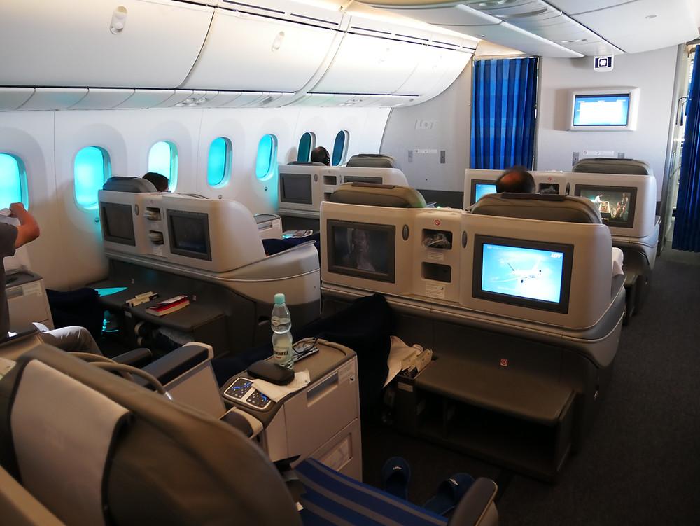 LOTポーランド航空 ビジネスクラス キャビン