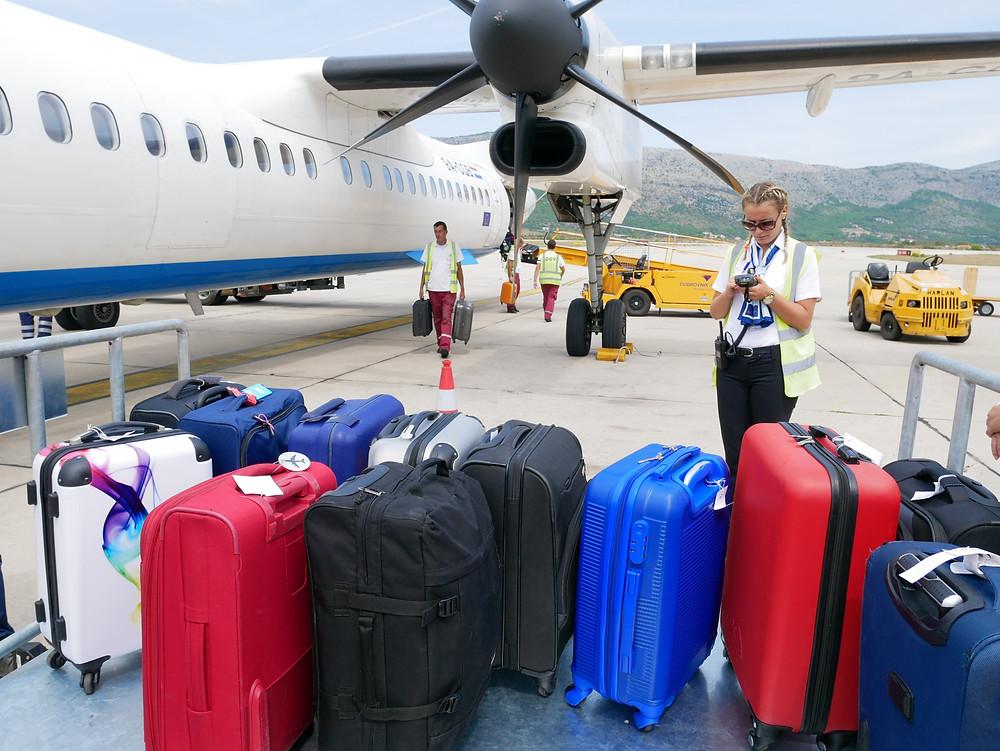 クロアチア航空 DHC8-Q400 到着