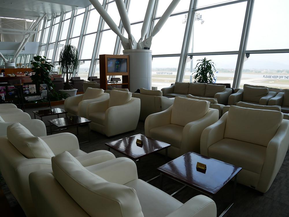 ハノイ・ノイバイ国際空港 NIAラウンジ ソファー