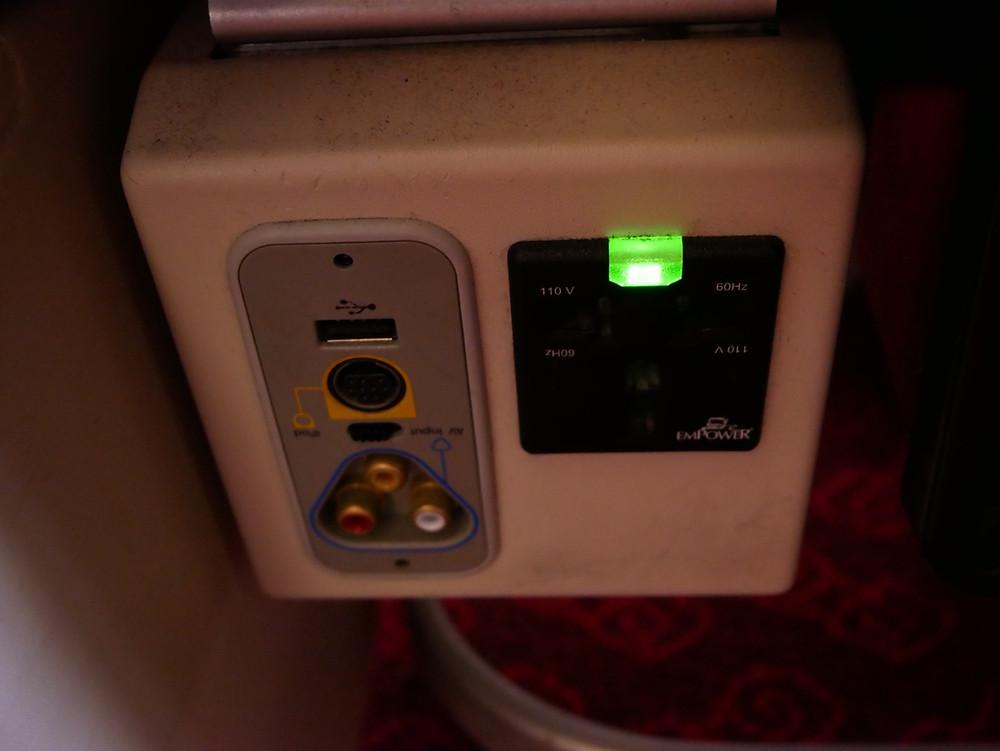 香港航空 エコノミークラス 電源