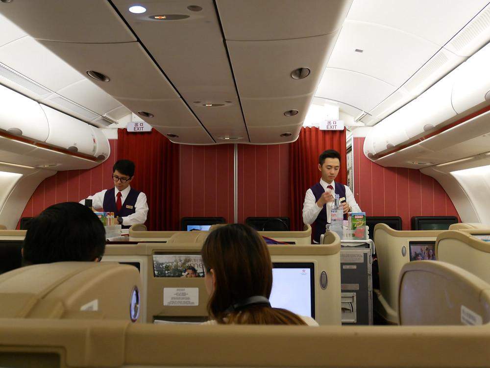 香港航空 ビジネスクラス 機内