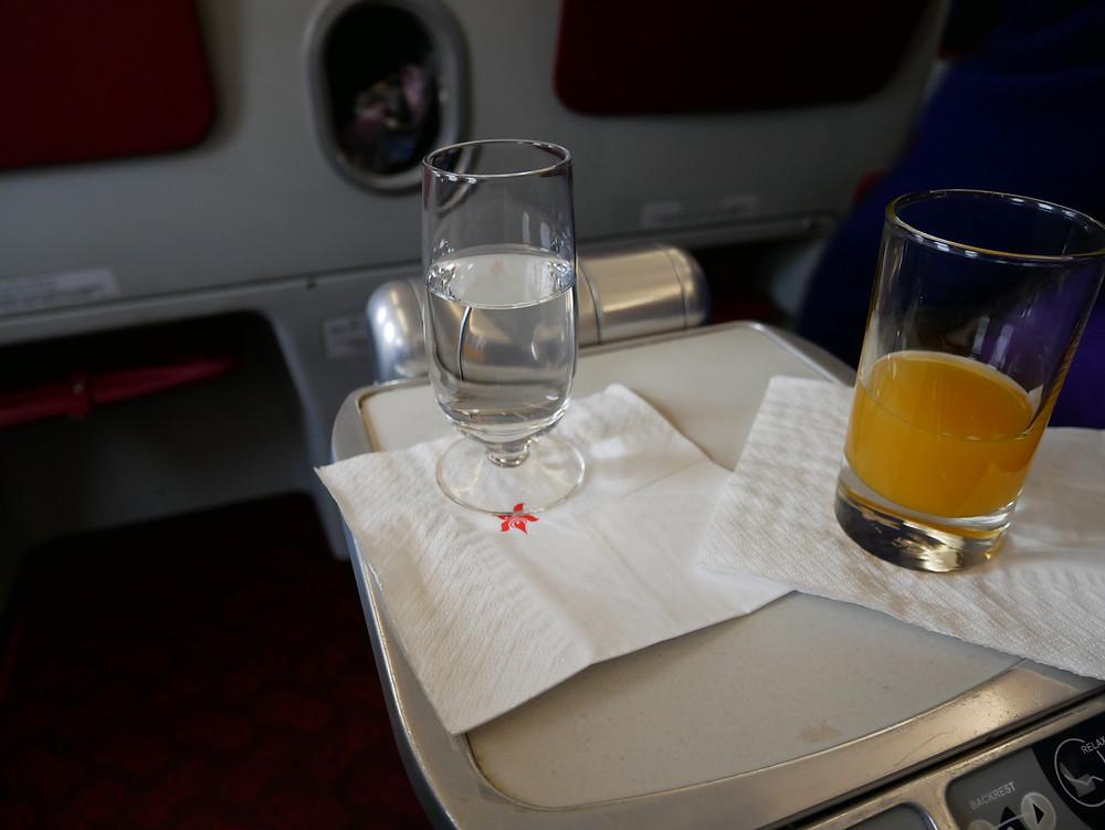 香港航空 ビジネスクラス ウェルカムドリンク