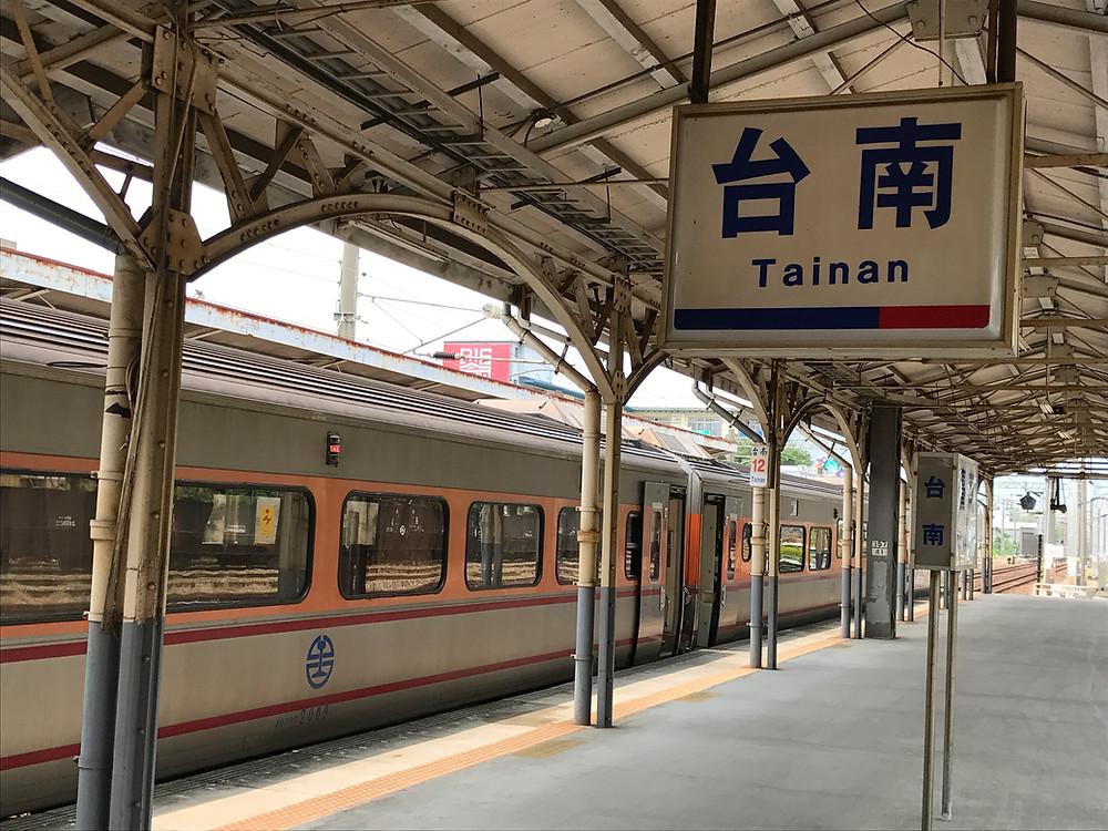 台南駅ホーム 自強号
