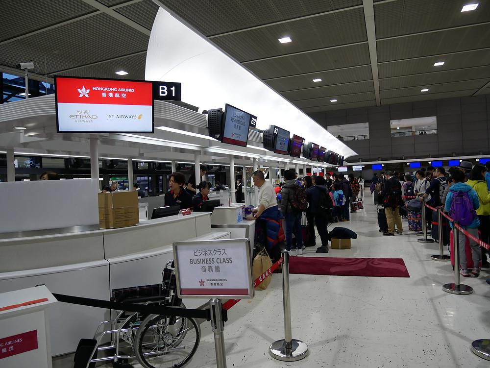 香港航空 成田空港 チェックインカウンター
