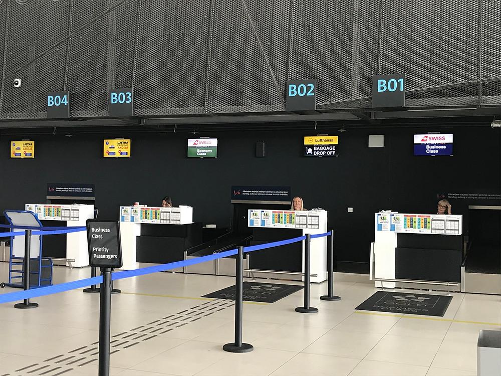 ザグレブ国際空港 チェックインカウンタ-