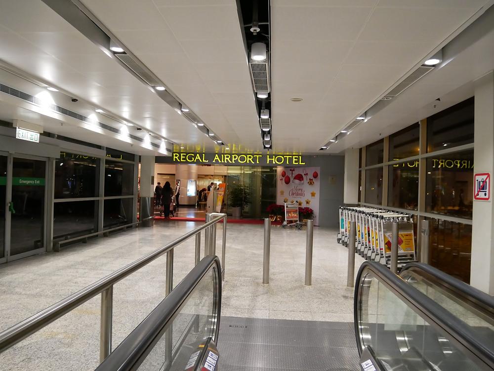 リーガル・エアポートホテル 空港からの入り口