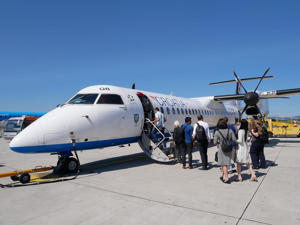 クロアチア航空    DHC8-Q400