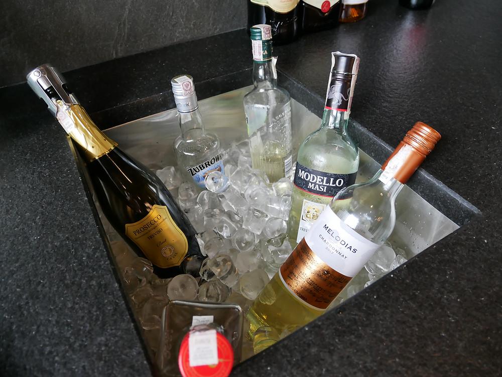 LOTポーランド航空 ビジネスクラスラウンジ ワイン
